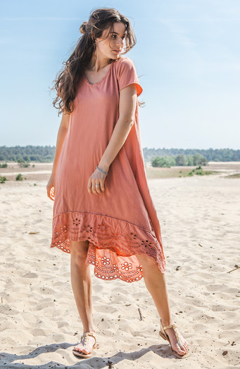 T-shirt-Dress-Met-Embroidery-Dust'